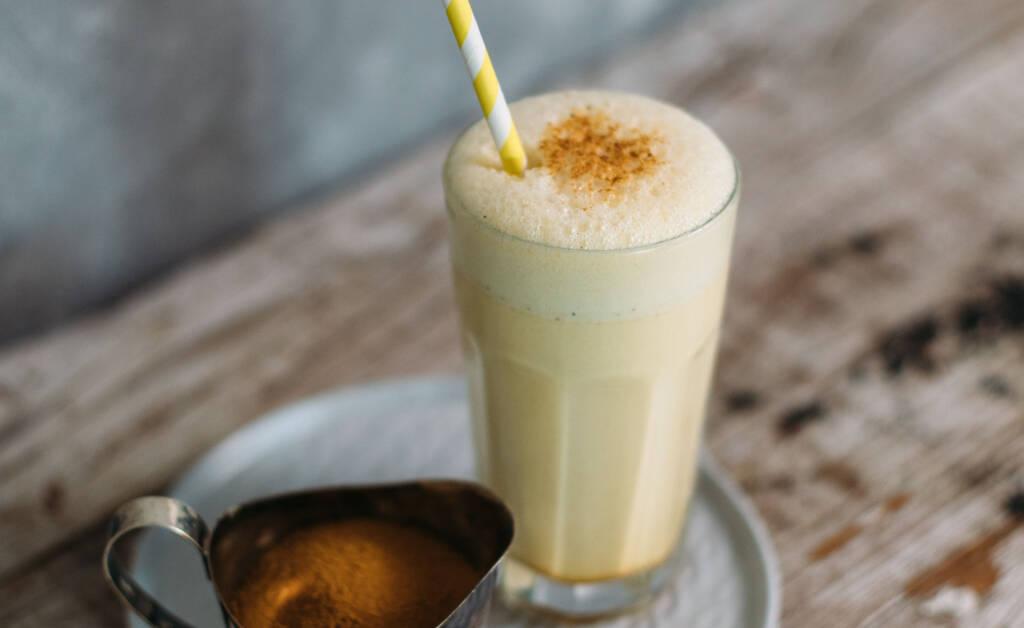Goldene Milch Milchshake