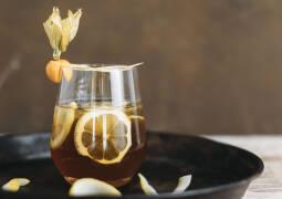 Vanilla-Coffee Gin-Tonic servierfertig angerichtet