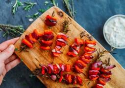 Veganes Rezept: Rosmarin-Paprika-Spieße 1