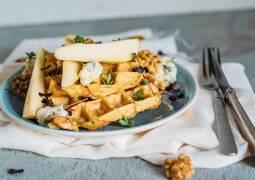 Vegetarisches Rezept: Gemüse-Waffeln mit Gorgonzola und Walnusskernen_1
