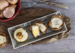 Ei Toast Muffins auf einer Platte
