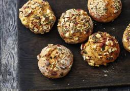 Vegetarisches Rezept: Quark-Haselnuss-Brötchen