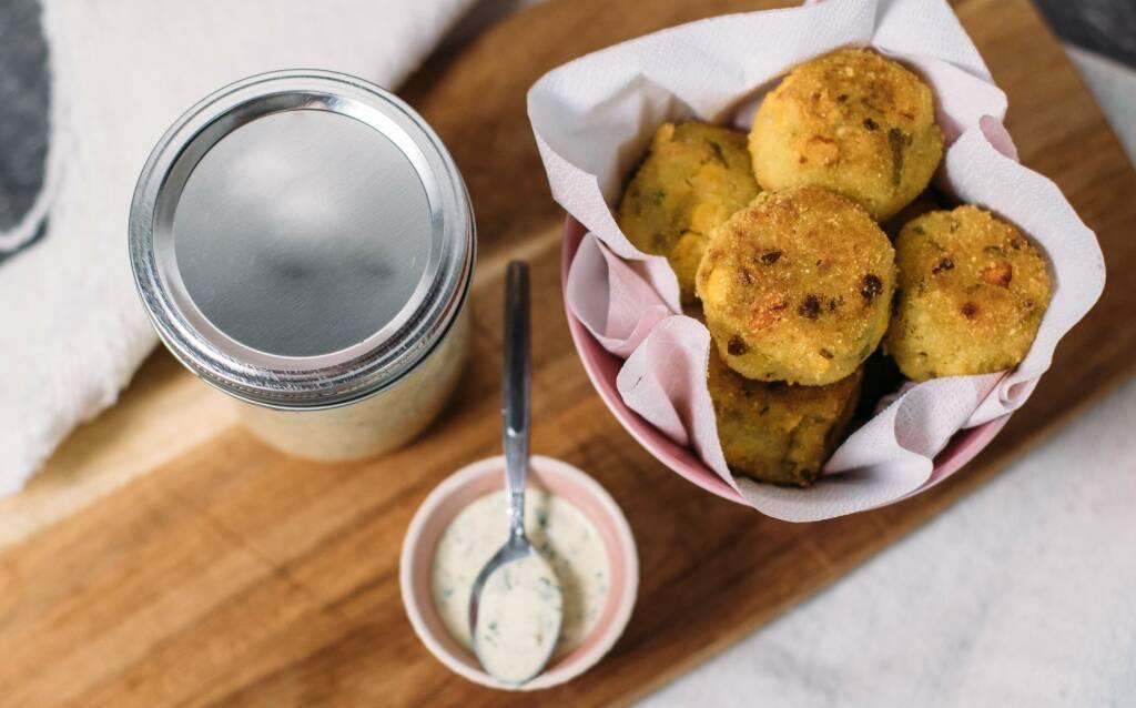 Vegetarisches Rezept: Knusprige Gemüsebällchen mit Zitronen-Remoulade_2
